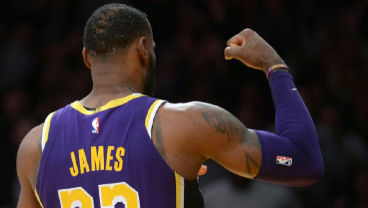 Lebron James Reveals His New Headband In Photo Showing Lakers Number 6 Jersey