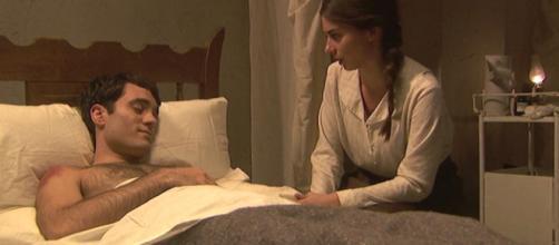 Elsa cura il dottor Alvaro dopo l'aggressione