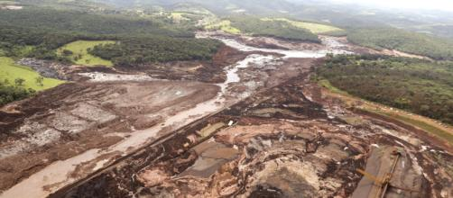 Imagens da destruição causada pelo rompimento da barragem. (Arquivo Blasting News)