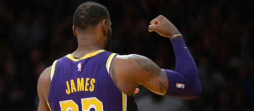 cf980e4d407 LeBron James reveals his new headband in photo showing Lakers ...