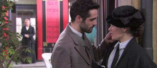 Anticipazioni Una Vita al 20 luglio: Inigo si arrabbia con Flora che ha baciato Paquito