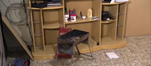 Churrasqueira estava acesa perto dos corpos. (Reprodução/TV Globo)