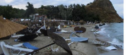 Grecia, tornado si abbatte sulla penisola Calcidica.