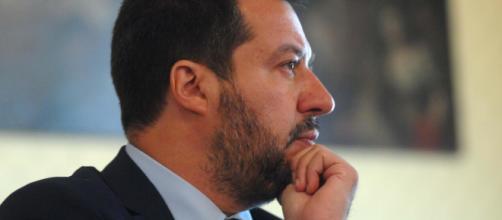 Matteo Salvini, minacce di morte al risveglio: intercettata busta indirizzata al ministro con all'interno un proiettile.
