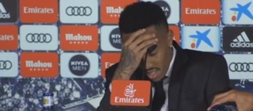 Militao sufre un mareo durante su presentación en el Real Madrid