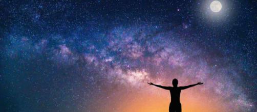 Oroscopo del giorno 17 luglio 2019 | Astrologia, classifica e previsioni: la Luna approda in Acquario