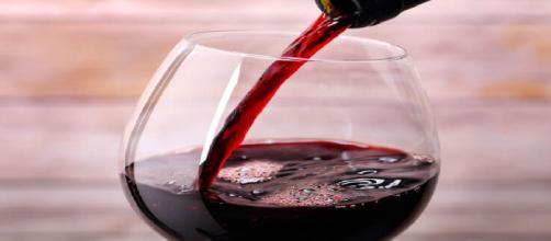 Puglia, vino sofisticato: 11 arresti e sei aziende sequestrate tra Brindisi e Lecce