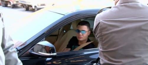 Segundo agentes, cantor não teria Carteira Nacional de Habilitação. (Reprodução/ TV Anhanguera)