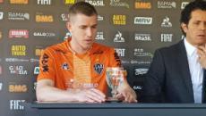 Por problemas cardíacos, volante Adílson, do Atlético Mineiro, abandona o futebol