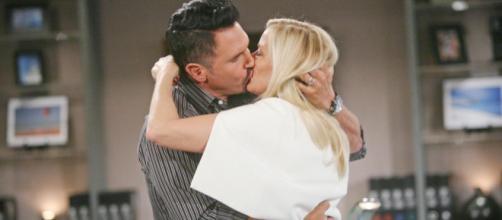 Beautiful dal 15 al 19 luglio: Brooke e Bill si baciano