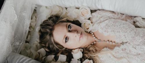 Avril Lavigne sul set del video di 'I Fell in Love With The Devil'.
