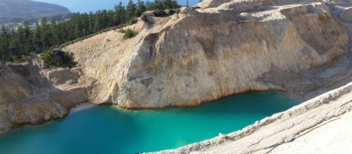 Una de las balsas de la mina de wolframio y estaño en Monte Neme.