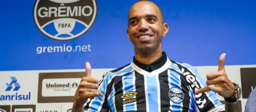 Diego Tardelli ainda está devendo futebol no Grêmio. (Arquivo Blasting News)
