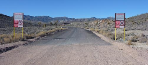 New signs up at Area 51 gate, page 1 - abovetopsecret.com