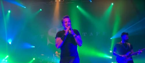 Scott Stapp takes his Dallas fans on a revealing,rocking journey of truth and grace. [Image source: Russell McKeown-YouTube]