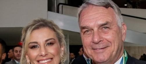 Senador Flávio Bolsonaro e sua esposa. (Reprodução/Instagram/@flaviobolsonaro)