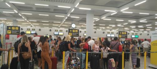 Pillado con 500 gramos de cocaína en una peluca en el aeropuerto de Barcelona