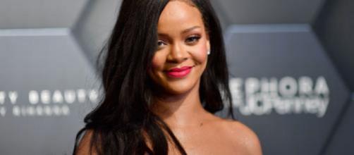 Rihanna está entre as famosas que já sofreram ataques de fãs. (Arquivo Blasting News)