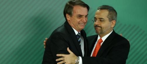 Bolsonaro anuncia no Twitter intervenção do MEC no vestibular da Unilab para transgêneros. (Arquivo Blasting News)