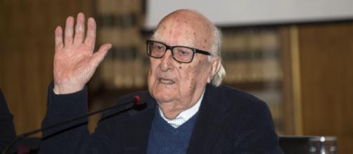 Roma, Andrea Camilleri è morto: le sue condizioni si erano aggravate