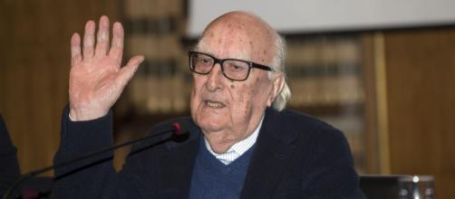 Roma, è morto Andrea Camilleri, il 'papà' del commissario Montalbano