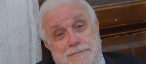 Addio a Luciano De Cresenzo, attore, scrittore, sceneggiatore e raffinato filosofo