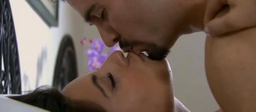 Ana Paula e Gustavo se beijam (Reprodução/Televisa)
