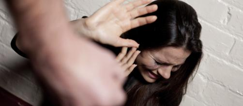 Catania, abusano di una ragazza e picchiano il suo fidanzato per strada: arrestati