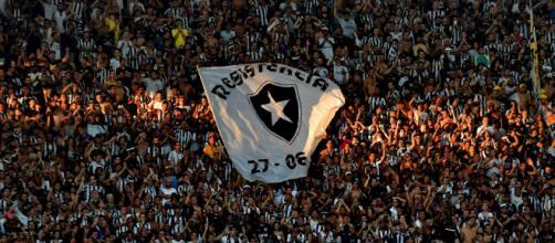 Dívidas do Botafogo preocupam dirigentes e torcida. (Arquivo Blasting News)