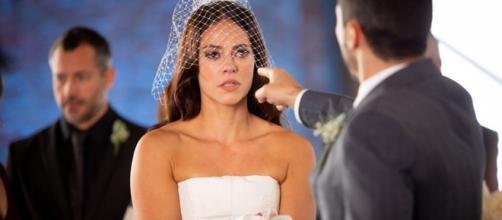 Erro de continuidade no casamento de Vivi Guedes rendeu comentários na web. (Reprodução/Rede Globo)
