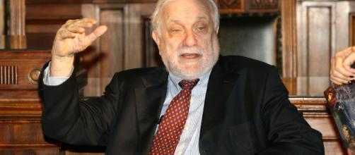 Luciano De Crescenzo morto a 91 anni
