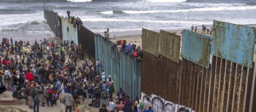 Varias caravanas de migrantes ilegales han llegado a la frontera de EUA. - libertadusa.com
