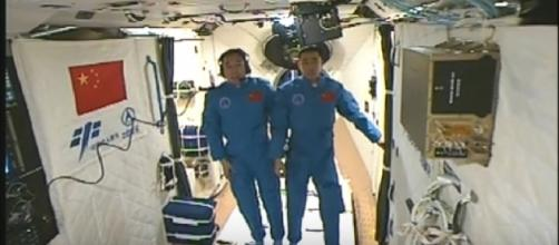 Chinese astronauts enter Tiangong-2 Space Lab from Shenzhou-11. [Image source/CCTV Video News Agency / YouTube video]