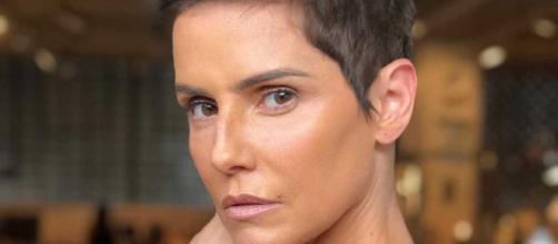 Deborah Secco se revolta com críticas de Bolsonaro ao filme 'Bruna Surfistinha'. (Arquivo Blasting News)