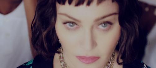 """Madonna nel suo videoclip ufficiale per """"Batuka"""", tratta da """"Madame X"""""""