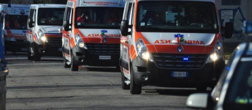 Napoli, dramma a Mergellina: 22enne si lancia dal settimo piano: muore sul colpo