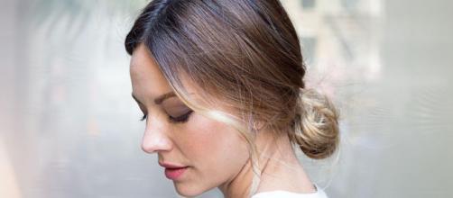 Tagli di capelli: lo chignon e le beach waves estate