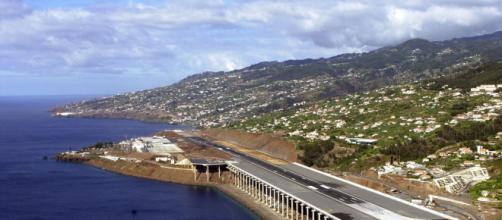 Aeroporto da Madeira, onde o polícia foi encontrado ferido. (Arquivo Balsting News)