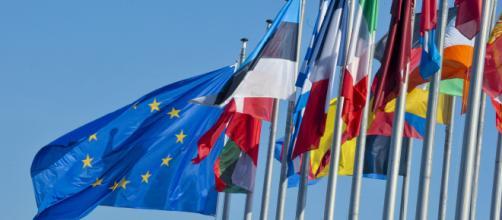 Durante l'esecuzione dell'inno d'Europa brexiters ed euroscettici voltati di spalle - europa.eu