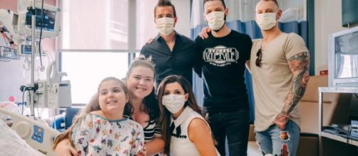 Scott Stapp, wife, Jaclyn, and band brighten the day for patients at Toledo's St. Vincent Mercy Hospital while on tour. [CHARM-Facebook]