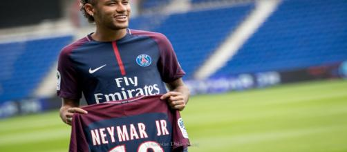 Juventus, possibile scambio Dybala - Neymar con il PSG