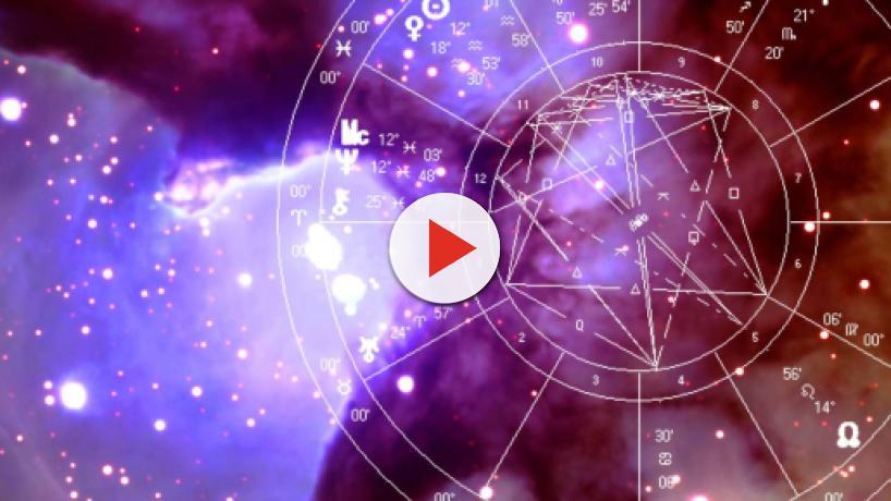 Oroscopo 21 luglio: per i Pesci bene la giornata con la Luna nel segno, Ariete irrequieto