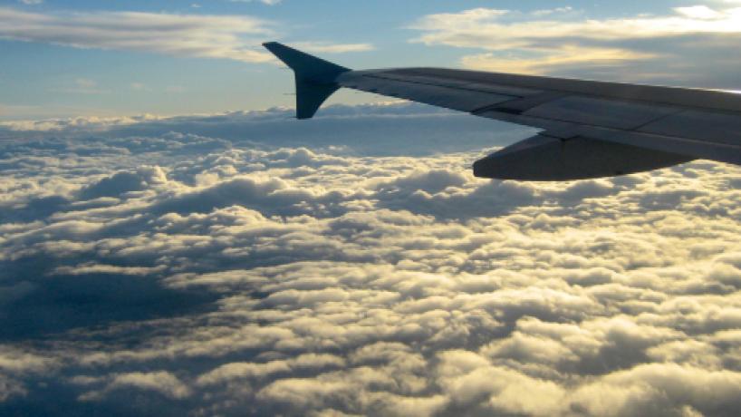 Una mujer sufre racismo por hablar español en un vuelo a Nueva York y el avión le defiende