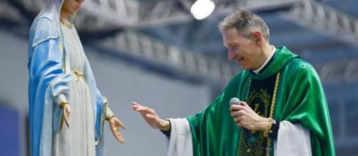 O religioso ficou emocionado ao desabafar. (Arquivo Blasting News)