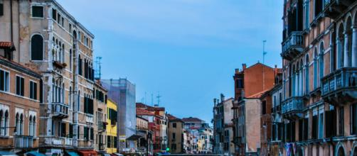 Unos turistas son expulsados de Venecia por prepararse un café en la calle