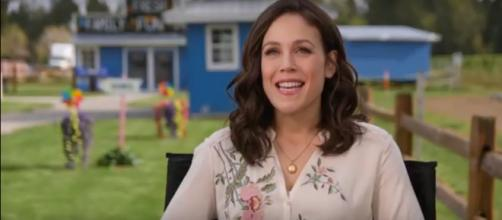 'When Calls the Heart' star Erin Krakow stars in summer and Christmas season films, still has time to dance. [Image source: Yasmin GH-YouTube]
