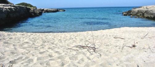 Brindisi, lite in spiaggia a Specchiolla: pugni e bastonate contro dipendenti di un lido