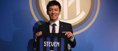 Il presidente dell'Inter Steven Zhang sarebbe infastidito per le polemiche sui mancati rinforzi promessi a Conte - FOTO scoopernews.com