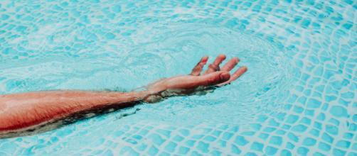 Una explosión en una piscina por un error químico