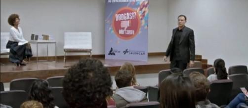 Cena de novela 'Topíssima' traz alerta contra riscos do vício em games. (Reprodução/Record TV)